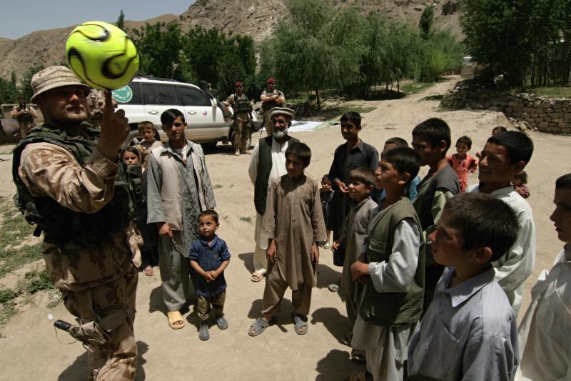 Jeden z dárků pro afghánské děti