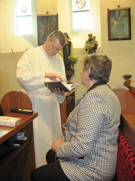 Otec Řehoř s paní Žemličkovou
