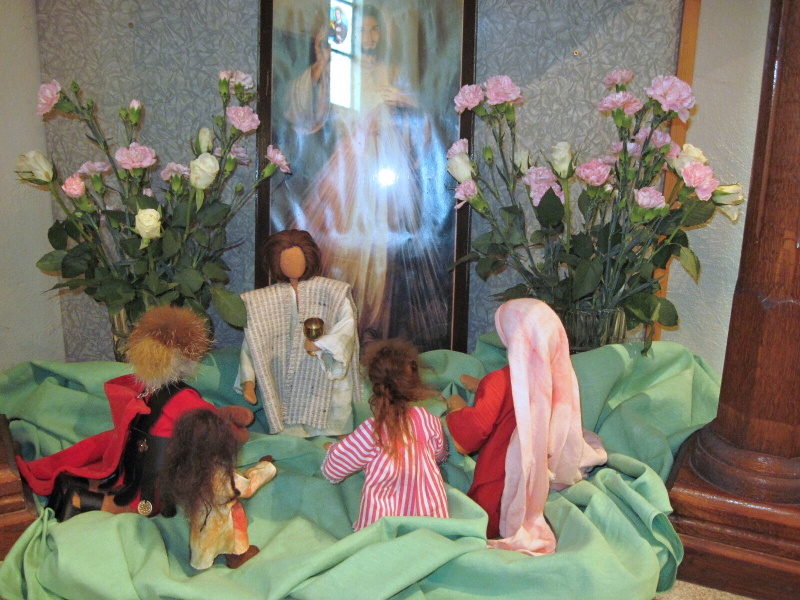 Příprava scény k prvnímu svatému přijímání