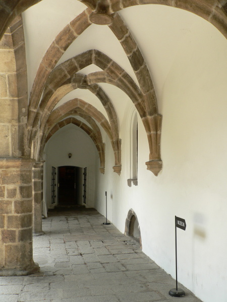 Arkády a gotické klenutí