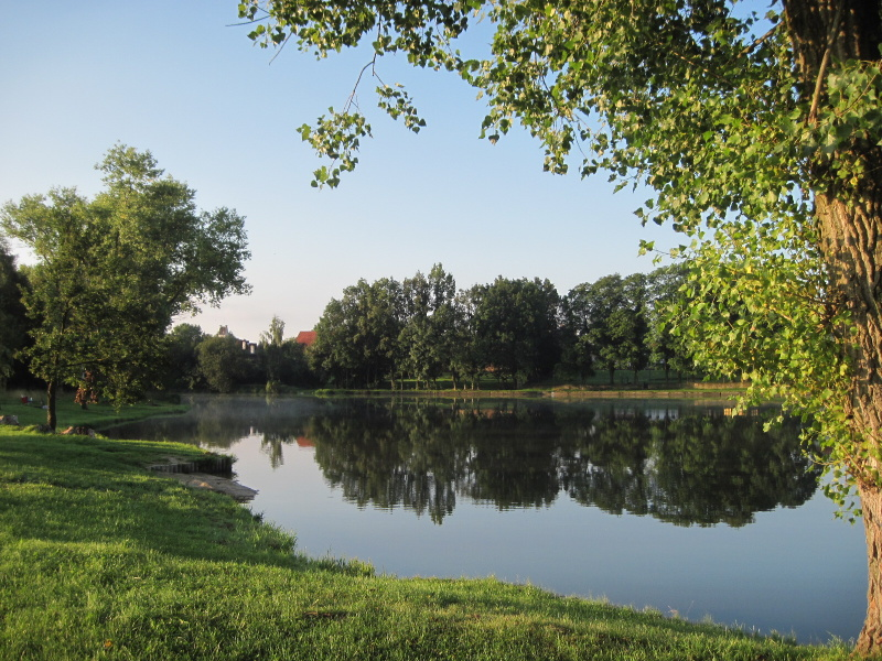 Zámecký rybník byl cílem naší růžencové pouti každé ráno