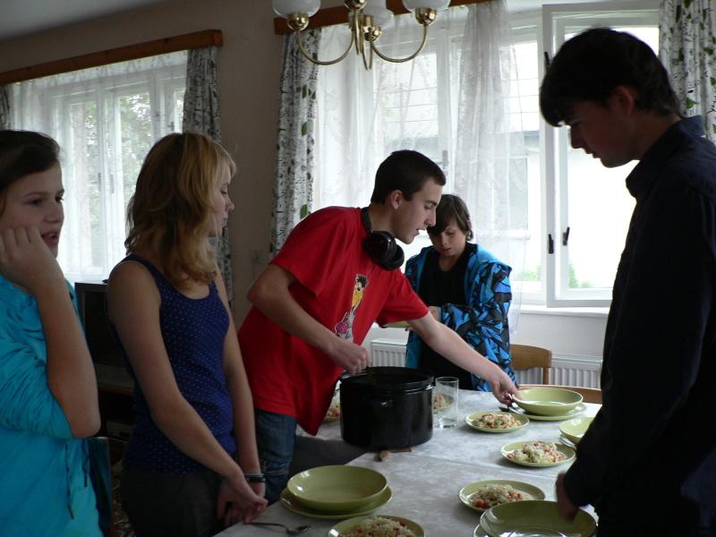 Nalévání polévky...