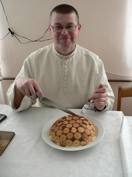 Vynikající pudingový dort (všimněte si množství piškotů!)
