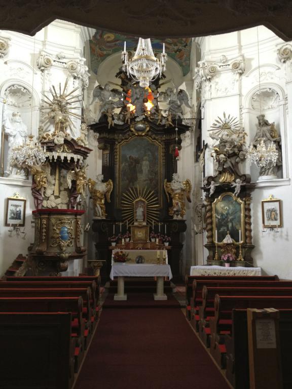 Interiér kostelíka na Makové