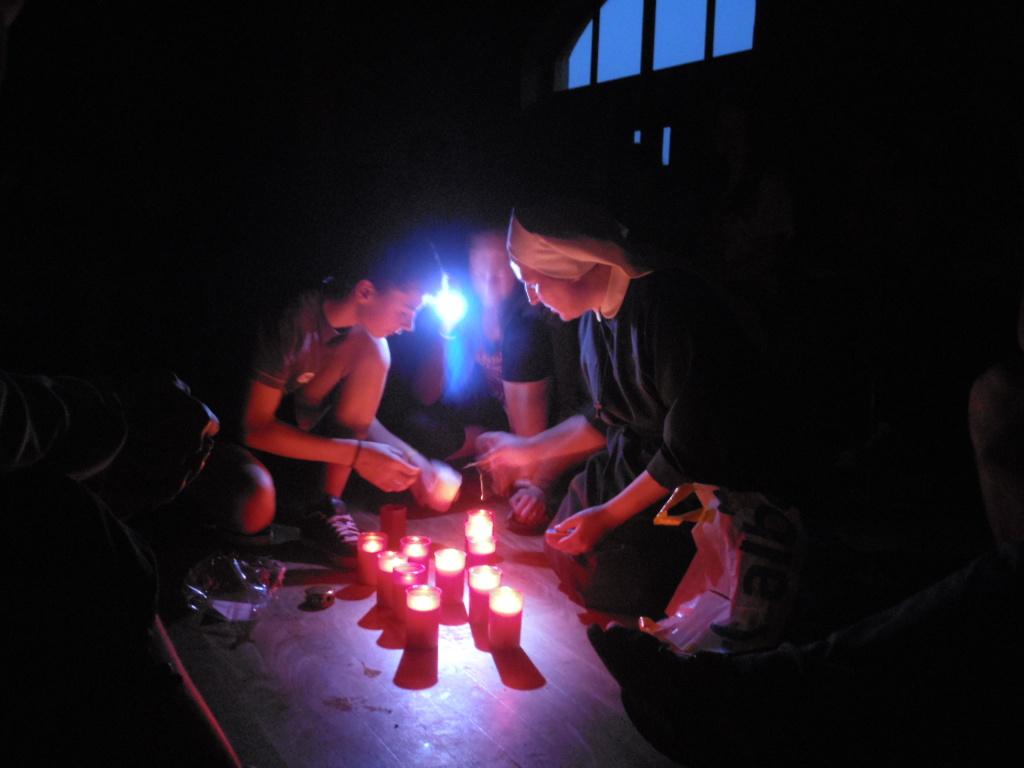 Rozsvěcení svíček při výpadku proudu...