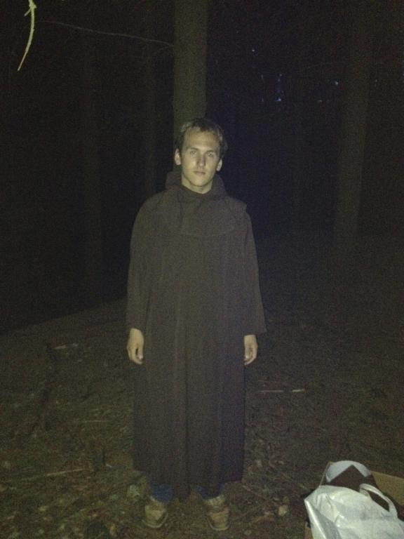 Vojta jako moudrý mnich ve hře Hledání svatého Grálu
