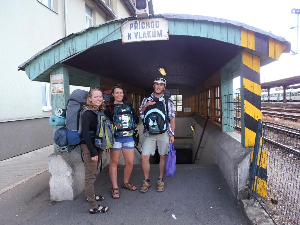 Odtud dál fotky Otrubů: na nádraží v Tišnově