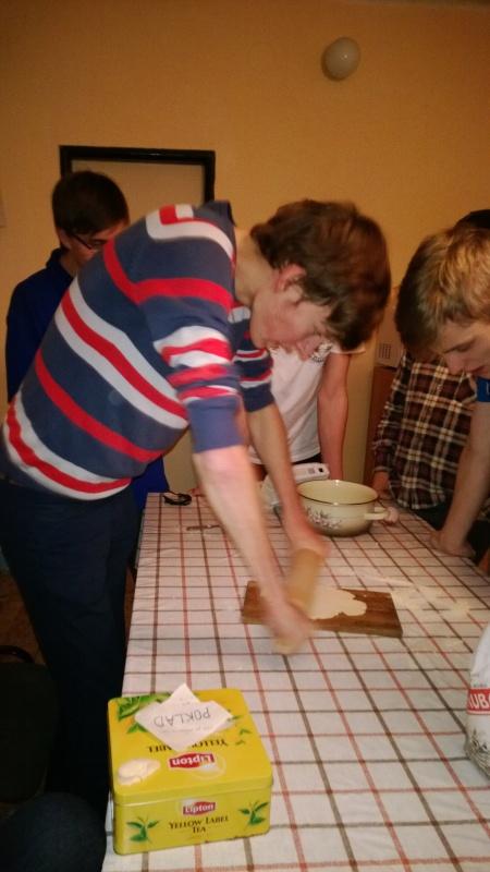 Výroba domácích nudlí do polévky