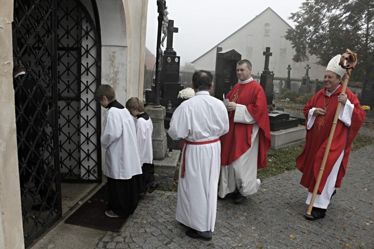 Celebrantem byl otec biskup Pavel Posád