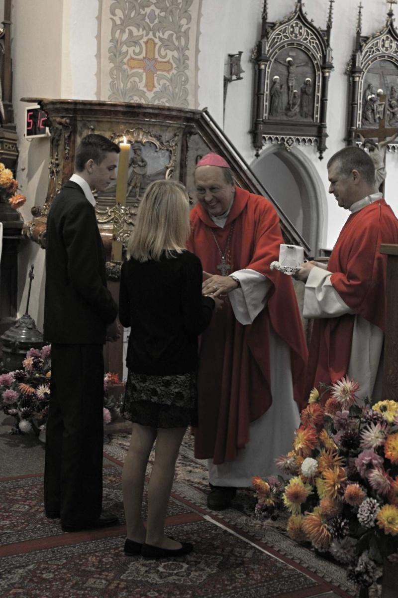 Obětní dary přinášejí Šimon s Katkou