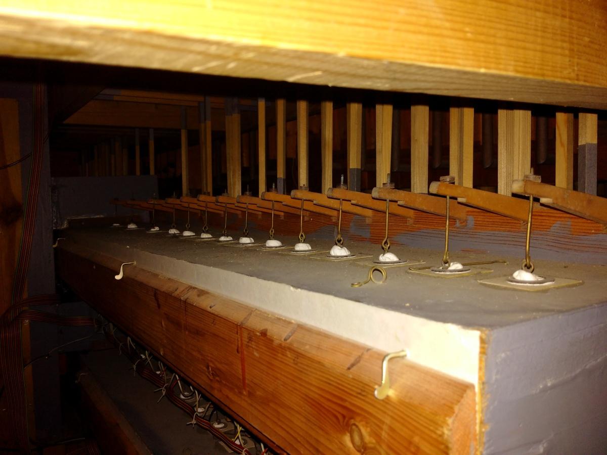 Detail mechanismu ovládání píšťal