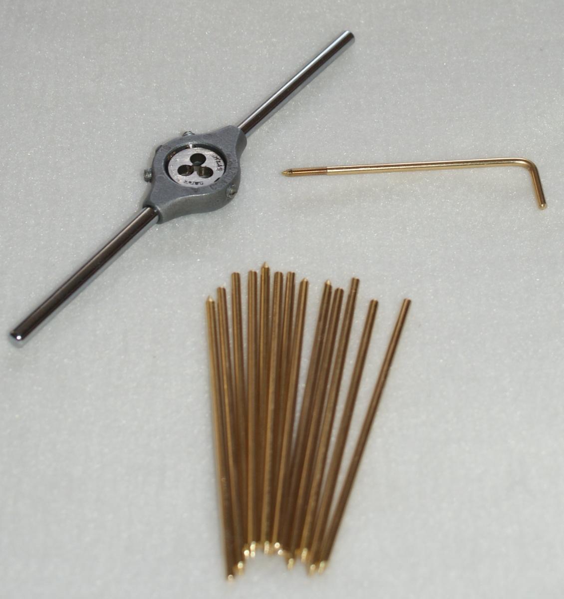 28. leden: řezání závitů a ohýbání mosazných zajišťovacích skob tónových lišt vzdušnic