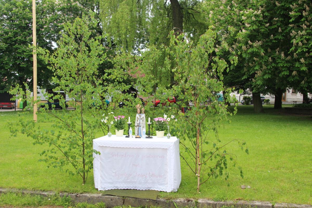 První oltář