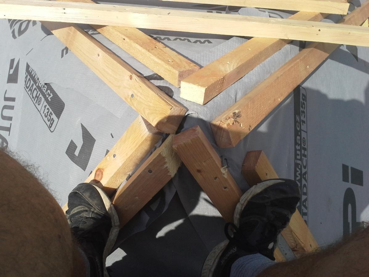 Detail špičky střechy
