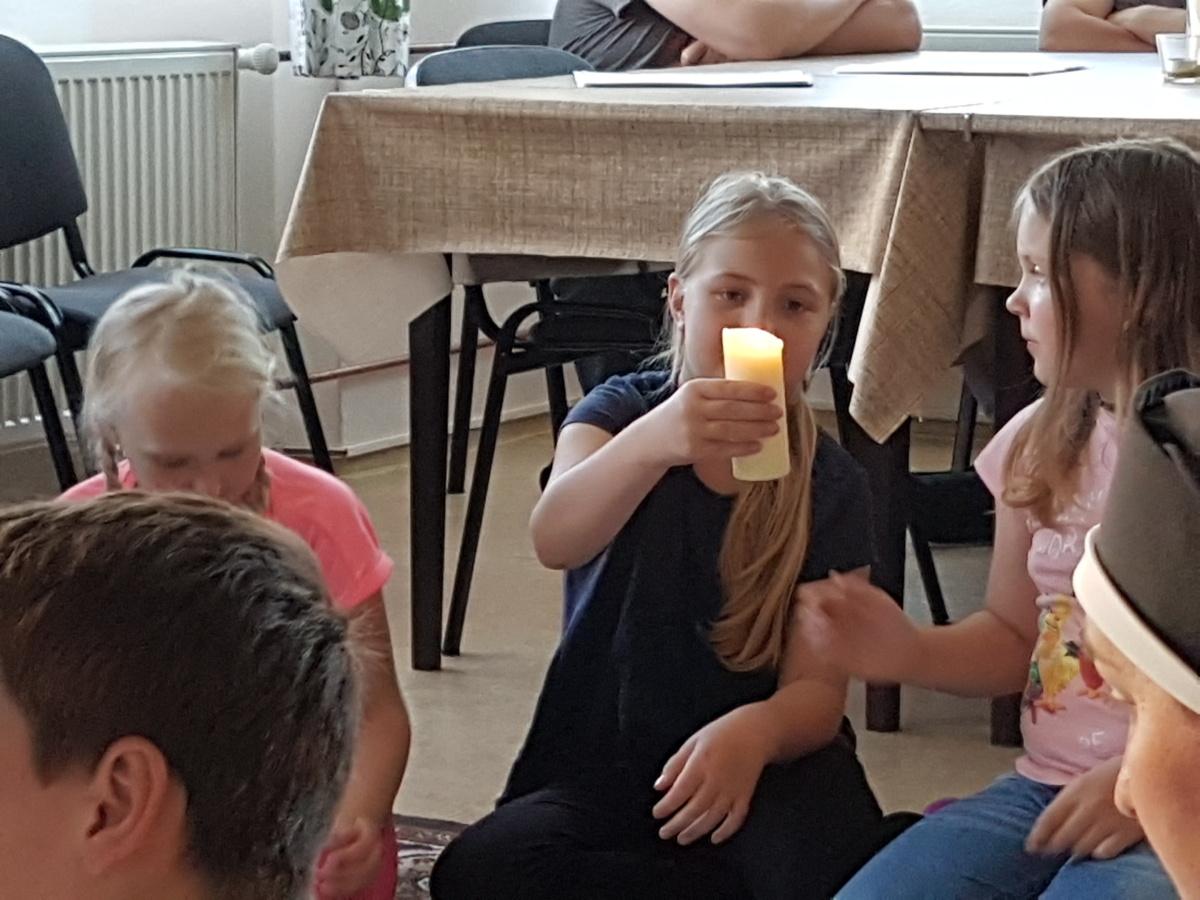17. května – Hořící svíce je symbolem Pána Ježíše