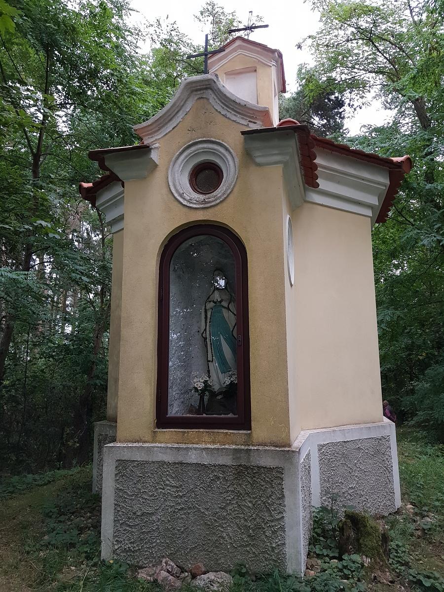 Zadní kaple Panny Marie Lurdské